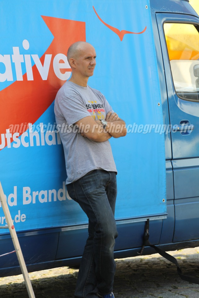 """Der Betreiber der Facebook-Seite """"Blaulichtreport Frankfurt/Oder"""" auf einer AfD-Kundgebung am 6. September 2014 in Frankfurt (Oder). (Foto: pressedienst frankfurt (oder))"""