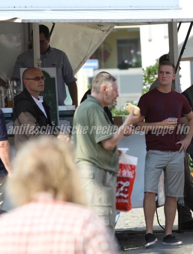 ... hören Rocco Kilz (l. mit Brille) und Christoph Schöfisch (r.) gespannt zu.  (Foto: pressedienst frankfurt (oder))