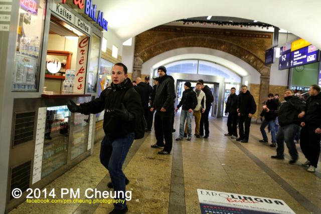 Auf Konfrontationskurs: Alexander Kevin Pieper aus Fürstenwalde versuchte im Anschluß an einen abgesagten Aufmarsch erneut Antifaschist*innen anzugreifen. Wenig später wurde er festgenommen. (Foto: pm cheung).